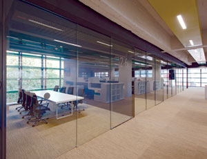 Interior Sliding Frameless Glass Doors Make a Clear Contribution to LEED